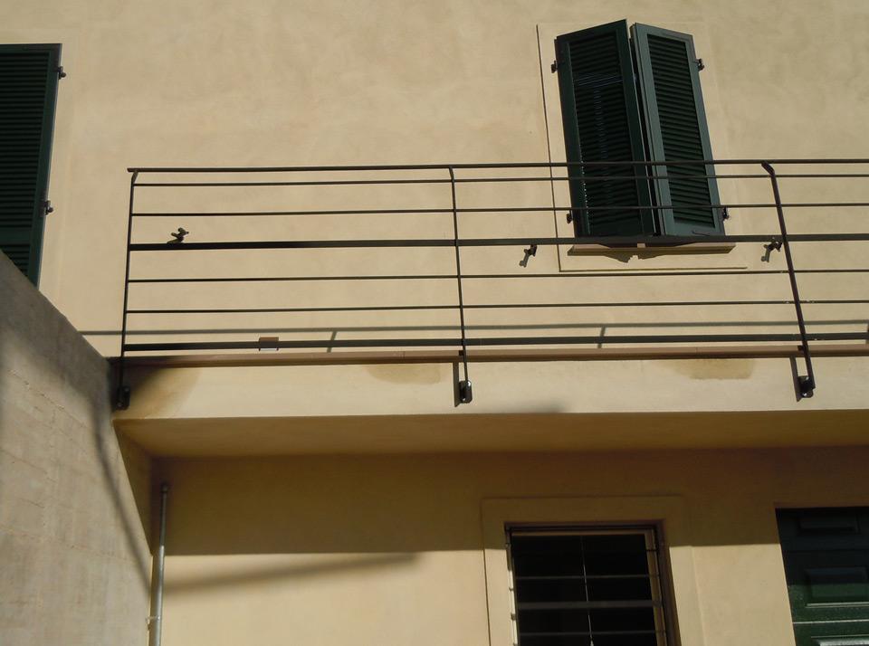 Scala a giorno in ferro parapetto interno ringhiera esterna emsign studio di enrico - Ringhiera scala esterna ...